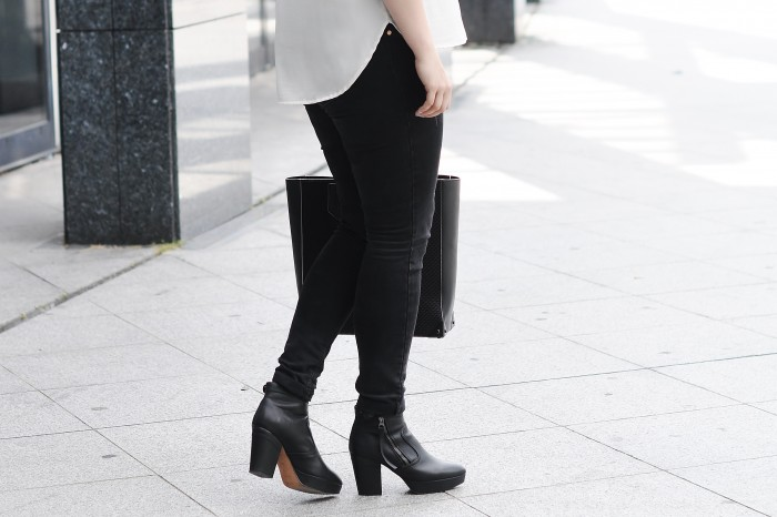 OUTFIT RIPPED JEANS ALEXANDER WANG PRISMA TOTE ACNE TRACK BOOTS RAYBAN CLUBMASTER (3)