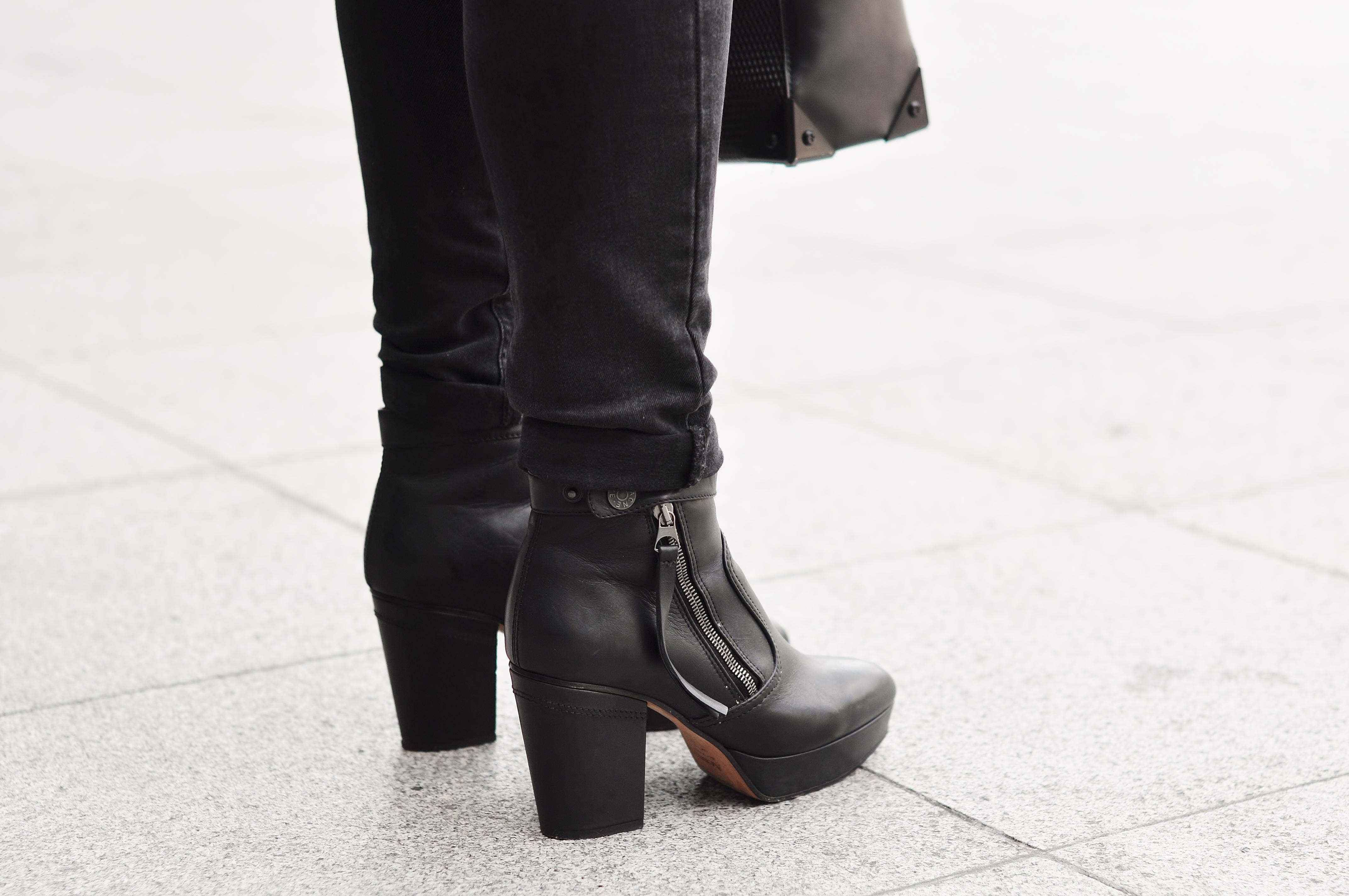 acne track boots rea