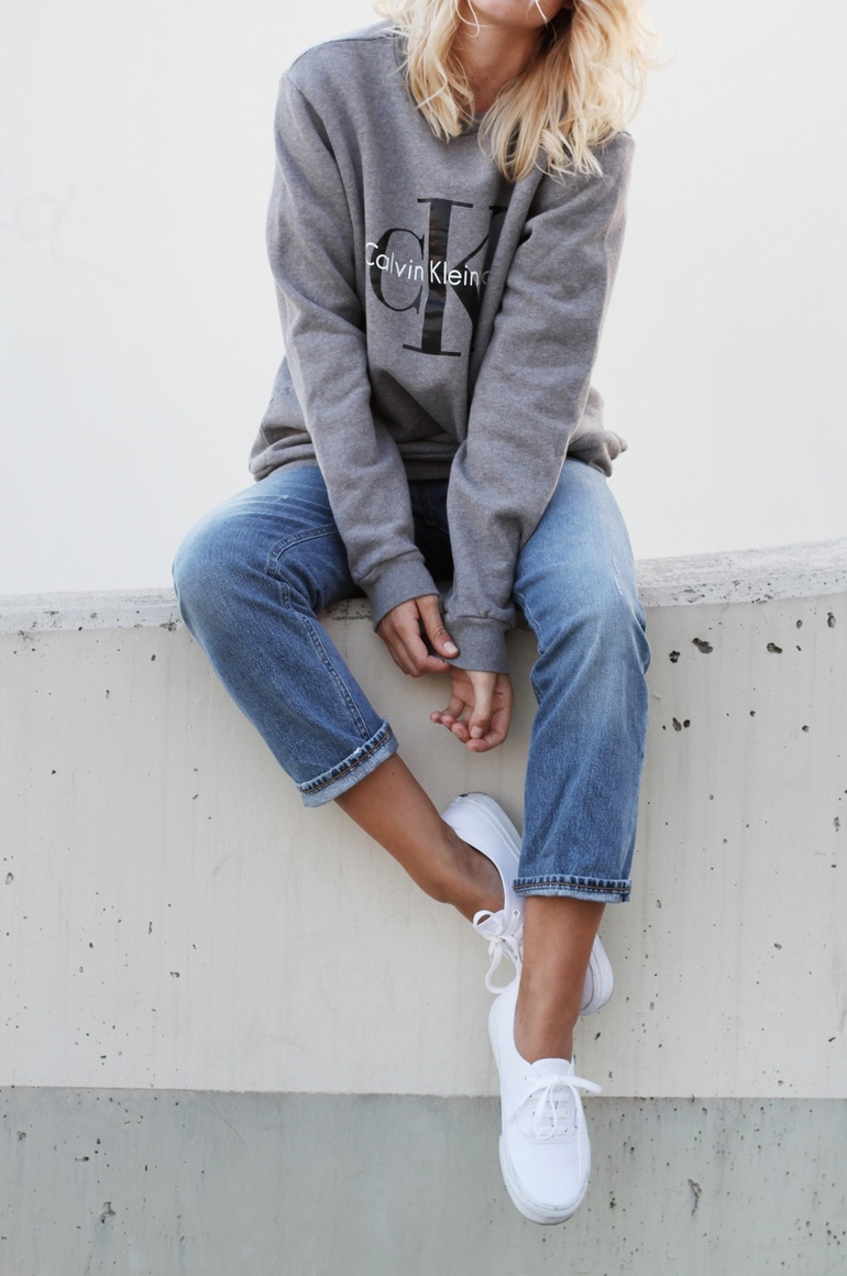 calvin klein logo sweater 2. Black Bedroom Furniture Sets. Home Design Ideas