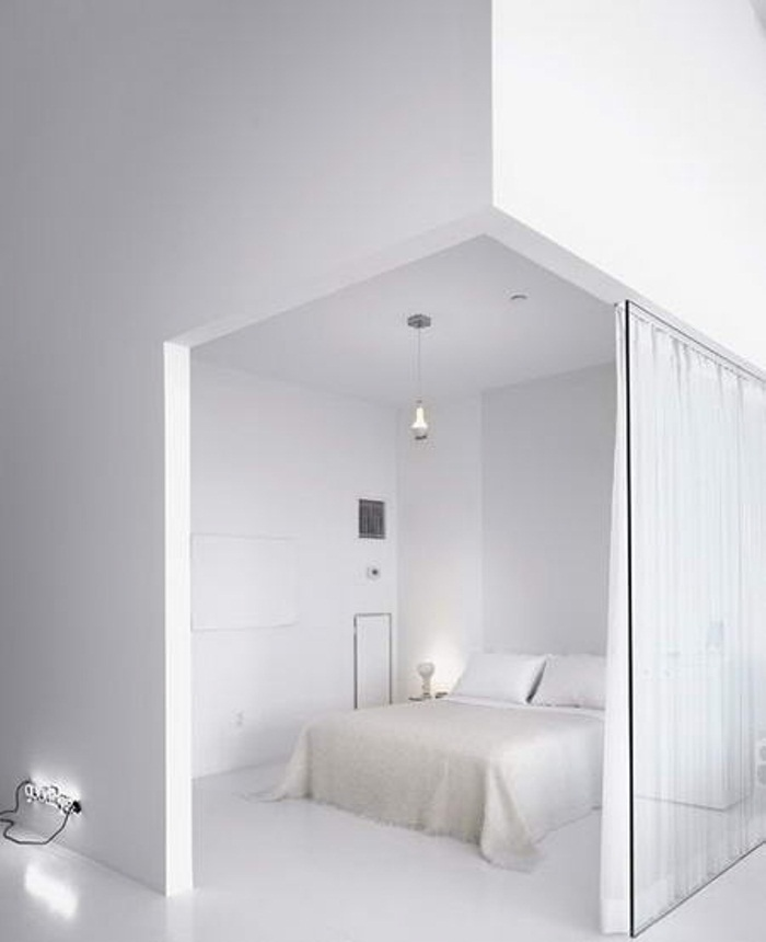 all white bedroom sffte sixfeetfromtheedge (4)