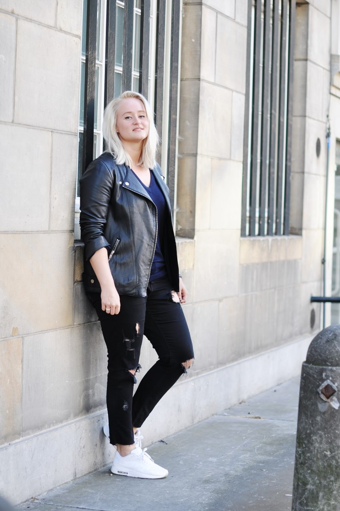 OUTFIT RIPPED JEANS NIKE AIR MAX 1 GLOW IN THE DARK LEATHER JACKET H&M TREND (3)